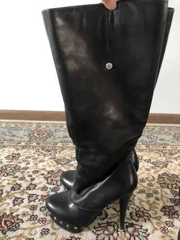 v otlichnom sostojanii botinki в Кыргызстан: Сапоги(кожа) и босоножки 35го размера
