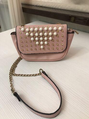 Маленькая сумочка розового цвета. В идеальном состоянии