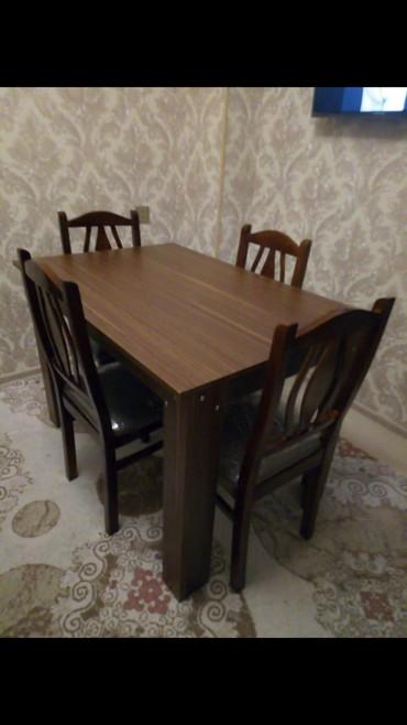 Bakı şəhərində 4 stulla stol desti. Qiymeti 200 azn.Cox az islenib,tezeden secilmir.