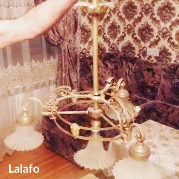 Bakı şəhərində Qedimi bronza luster. Her 3 terefinde bronza heykel basliqlari