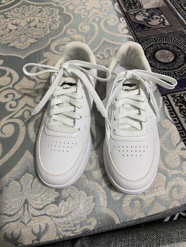 Кроссовки белые . Покупала в Бишкек Парке. 37 р