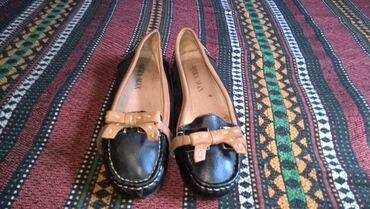 Bez cipele - Srbija: Zenske cipele broj 38-duzina gazista je 24 cm.- bez ostecenja