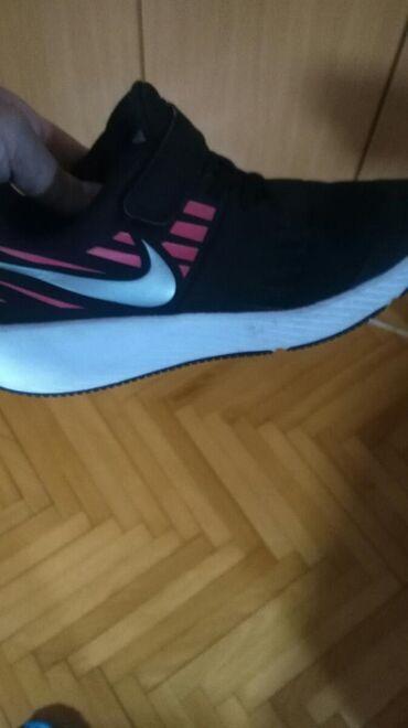 Nike patike za devojcice. Velicina 33. Kao nove. Nosene samo u sali za