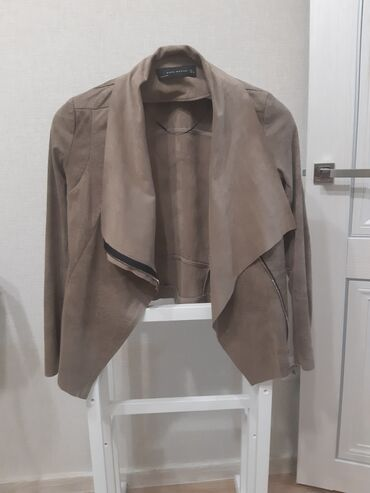 shapka zara dlja devochki в Кыргызстан: Стильная замшевая курточка Zara Woman, состояние отличное, размер L