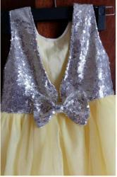 sportivnyj kostjum 104 в Кыргызстан: Нарядное платье примерно на 4 года, рост 104.    Ватсап