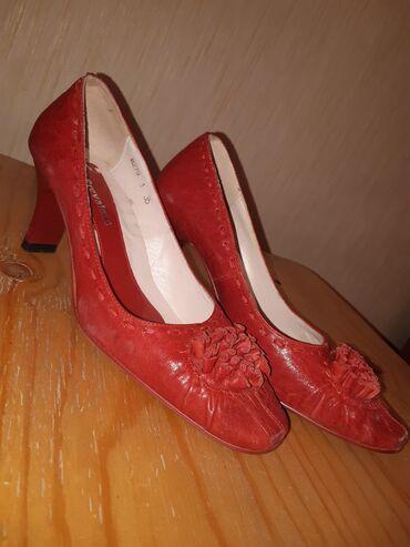 Женская обувь - Бишкек: Продаются новые туфли  размер 35