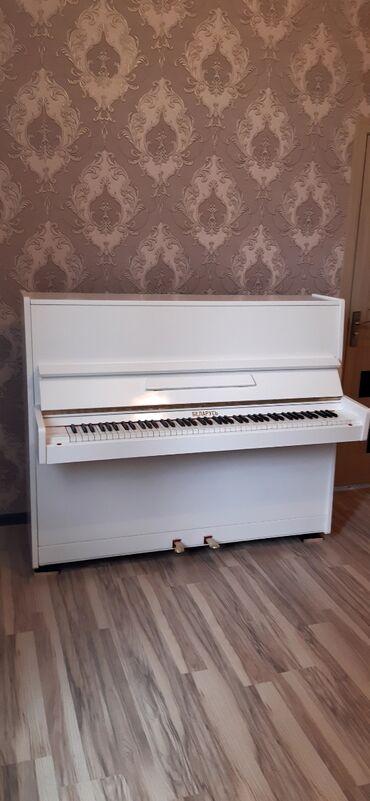 Ağ parlaq pianino Belarus