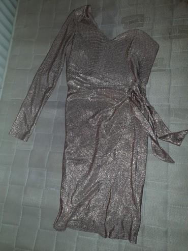 Haljina-modne-kuce-balasevic-samo-placena - Srbija: Haljina na jedan rukav do kolena,na preklop je,u roze zlatnoj