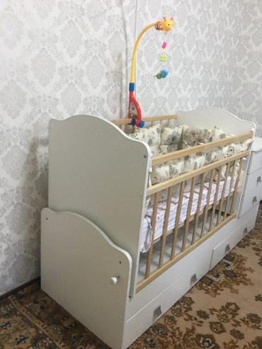 Детская кровать с тумбачками в комплекте с падушками в Novopokrovka