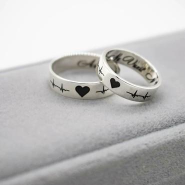 Чёрные кольца из вольфрама - Кыргызстан: Два кольца из серебра с гравировкой