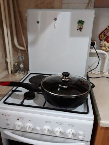 Сковорода. Сковородка. Объем 3 литра .диаметр 27 см. С антипригарным