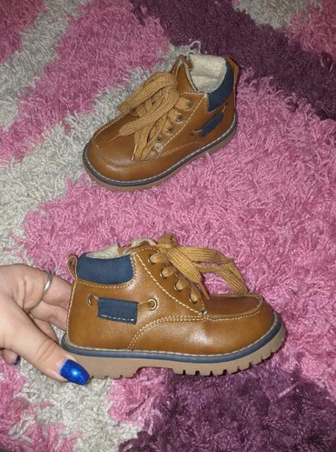 Dečije Cipele i Čizme - Nova Pazova: Kao nove - 1.350,oodinTople, postavljeneObuvene samo jednom za