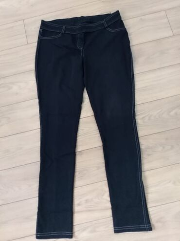 Pantalone-helanke, dobro ocuvane, pozadi imaju imitaciju dzepova