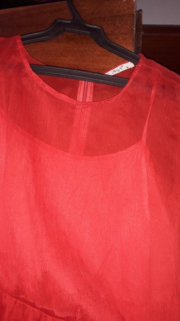 Женская одежда в Каинды: Классное красное платье. почти не носила. размер 36