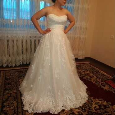Продаю шикарное свадебное платье итальянского бренда.На корсете очень