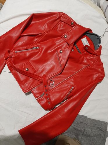 Kozna jakna Vel.L Uslikano ostecenje Kad se obuce ne vidi se