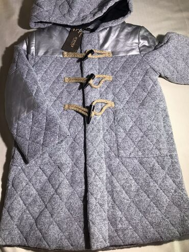 Пальто на девочку 3-4 года. На теплую зиму. Можно стирать в стиральной