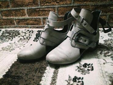 Новые туфли, надевала один раз. Решила продать т.к. больше нравятся