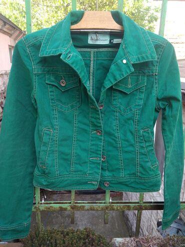 Stradivarius teksas zelena jakna. Boja intenzivnija zelena uživo nego