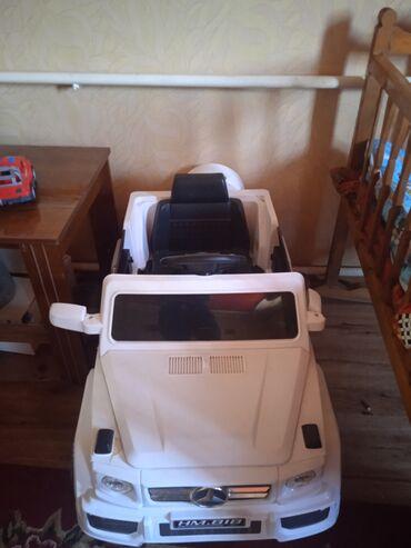 пульт для машины в Кыргызстан: Продается машина Мерседес игрушечная. Имеется педаль, ребенок может