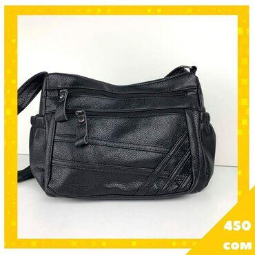 Вместительная сумка с многочисленными карманами на наружней части