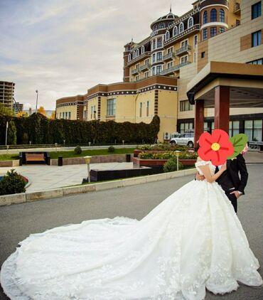 атласное платье со шлейфом в Кыргызстан: Продаю или сдаю на прокат шикарное,королевское свадебное платье!