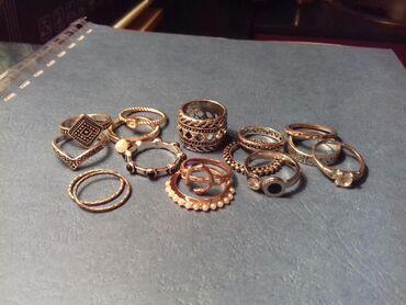 Nakit   Nis: Prstenje raznih boja, komad 100din. Sve za 1000