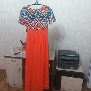 Платье в идеальном состоянии, длина на рост от 160см +каблуки. Продаю