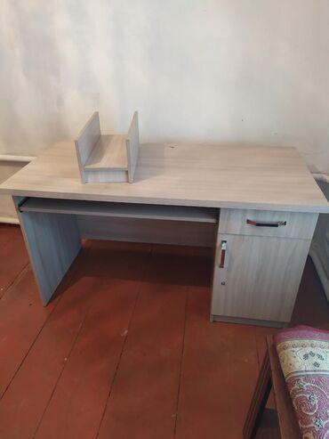 Продается стол в отличном состоянии.верхняя панель двойная.стол без