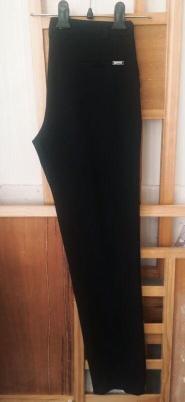 Классические брюки черного цвета, посадка средняя, качество отличное