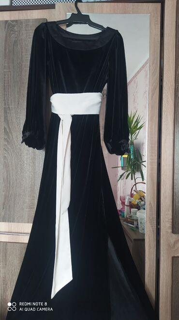 платья из велюра в Кыргызстан: Продаю б/у платье (итальянский велюр) в идеальном состоянии. Размер S