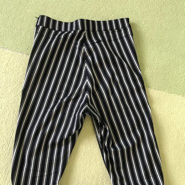 Pantalone hm duboke - Srbija: Crno-bele, duboke, uske H&M pantaloneDivno stoje, veličina 36za