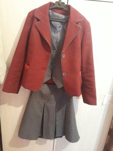 Продаю школьную форму,блузки-100с на в Бишкек