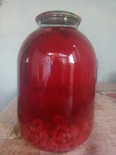 Другие продукты питания - Кыргызстан: Продаю домашний компот. Малина, ежевика. Цена за 3 литровую банку 250
