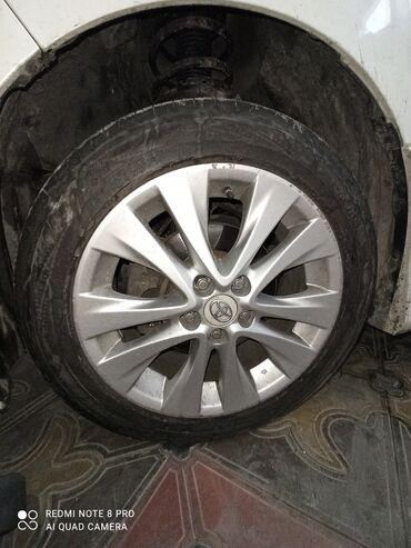 шины r18 в Кыргызстан: Продаю диски в отличном состоянии вместе с шинами 235/50/R18