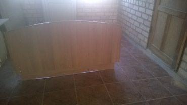 Продаю срочно двуспальный кровать с тумбочкой и зеркалом в Бишкек