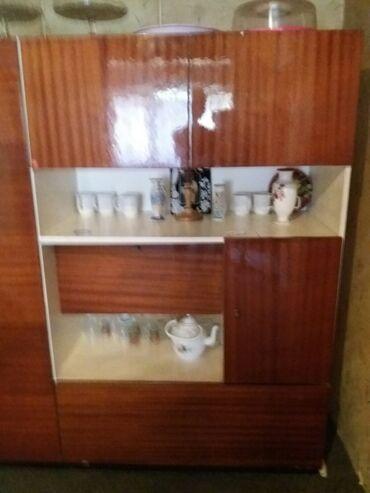 Kuća i bašta - Kucevo: Vitrina na prodajuu odlicnom stanju pitati