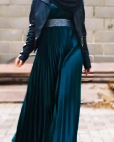 Продаю зелёное платье,одевала только один раз,рукава короткие