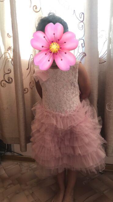 цвет нежный платье цвет в Кыргызстан: Платье для девочки 4-5лет нежно-розовый цвет Отличное состояние  Отдам