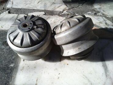Моторные подушки мерседес 124  пара1000 сом