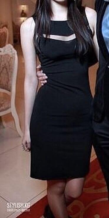 Очень красивое, элегантное платье с вышивкой на спине  Состояние отлич