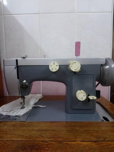 Электро швейная машинка - Кыргызстан: ПРОДАЮ ШВЕЙНУЮ МАШИНКУ!!! МОДЕЛЬ ЧАЙКА 142 - М. Продаётся вместе со