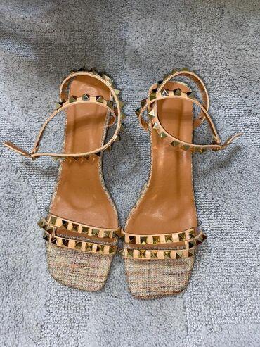 Женская обувь - Бишкек: Босоножки, сандалии, шлепанцы