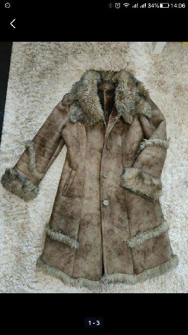 Astrahan bunda - Srbija: Na prodaju bunda kupljena u Rusiji.Na rukavima i kragna od prirodnog