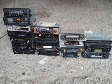 Продаю магнитофоны привезенные с Германии.Левая стопка все рабочие