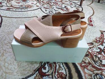 Женская обувь - Бишкек: Продаю! Почти новые пару раз носила, чуть большие оказались,покупала в