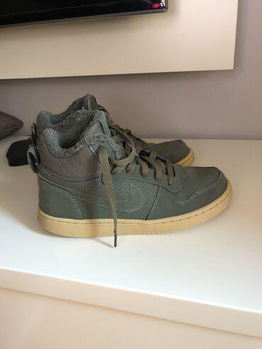 Dečije Cipele i Čizme - Jagodina: NIKE poluduboke patike,broj 38,u odličnom stanju,nigde oštećene