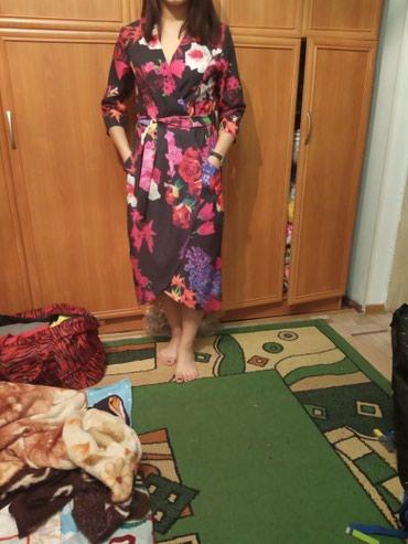 летнее платье с запахом в Кыргызстан: Платье запах новая 500 с размер44:46;48;50 расцветки разные