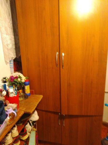 полки для одежды в Кыргызстан: Продаю шкаф внутри горизонтальные полки, можно в офис можно и для