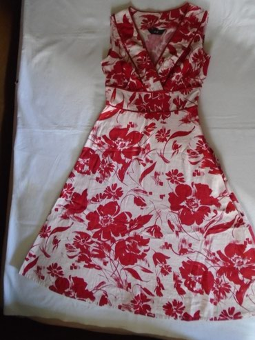 Haljina sa floralnim motivima od prijatnog materijala - 55% lana i 45% - Belgrade